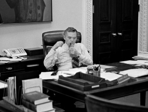 Raymond K. Price Jr., a Key Nixon Speechwriter, Is Dead at 88
